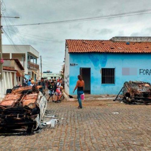 Sede de delegacia é destruída e carros são queimados em protesto contra delegado em Piripá