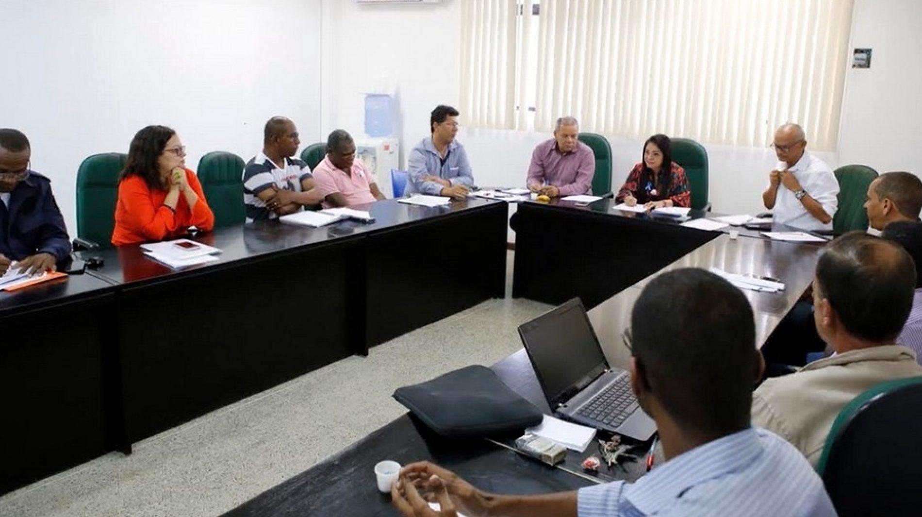 Lauro de Freitas: Moema atende servidores e altera projeto de emenda à lei das incorporações