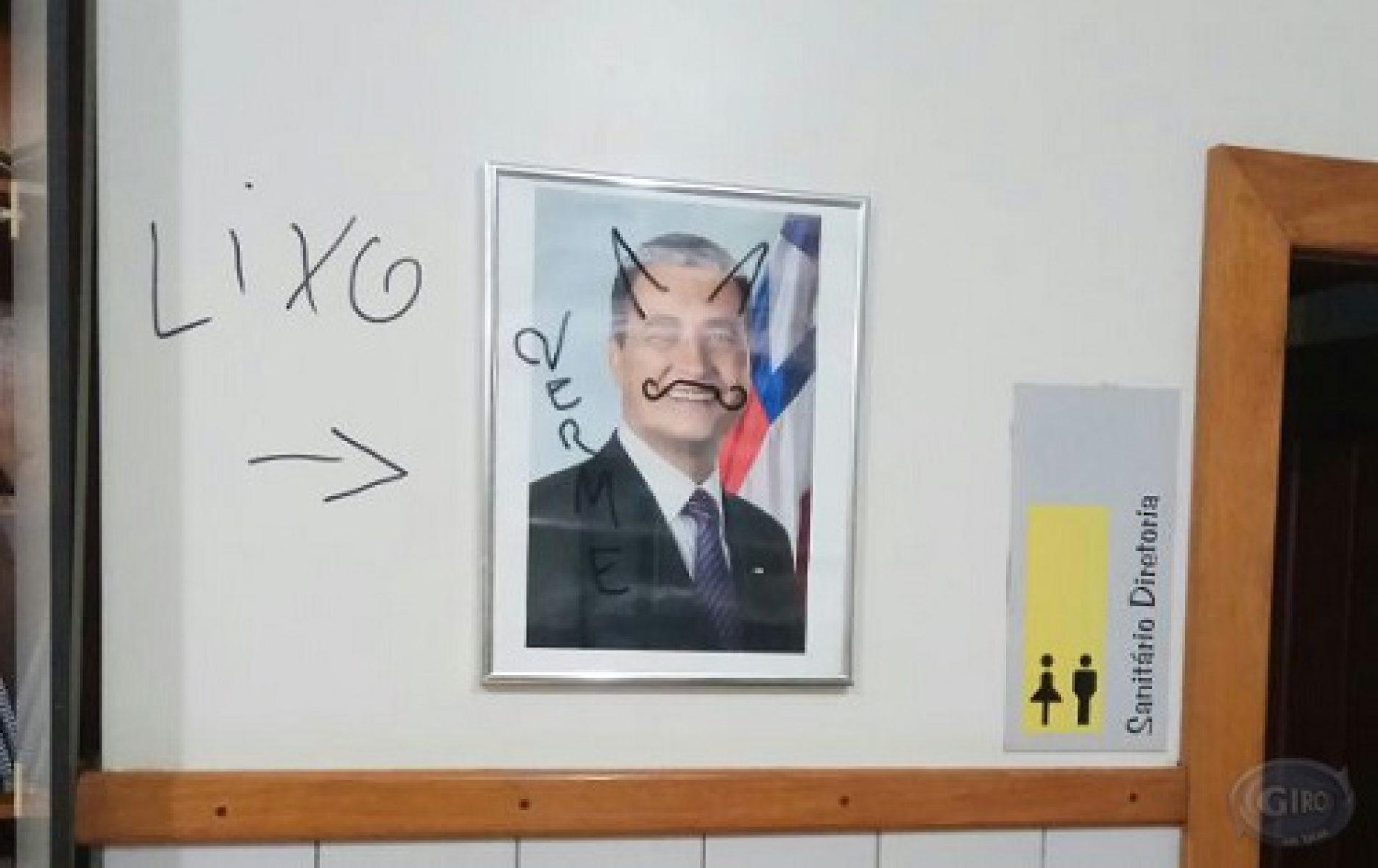 Ipiaú: Colégio é alvo de vandalismo; salas e quadro do governador foram pichados