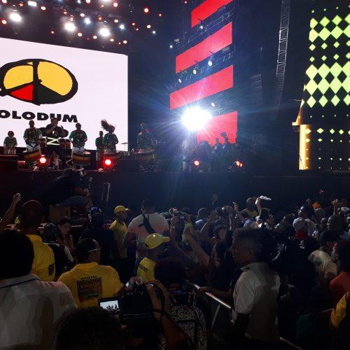 Samba reggae do Olodum sacode Festival Virada