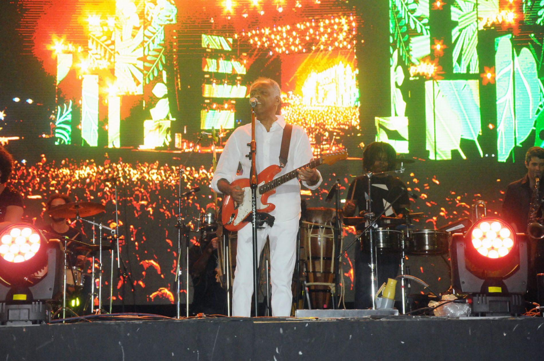 Maestria de Gilberto Gil embala show do Festival Virada Salvador