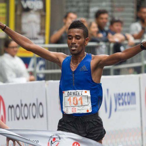 Africanos Dawit Admasu e Flomena Cheyech vencem a São Silvestre 2017