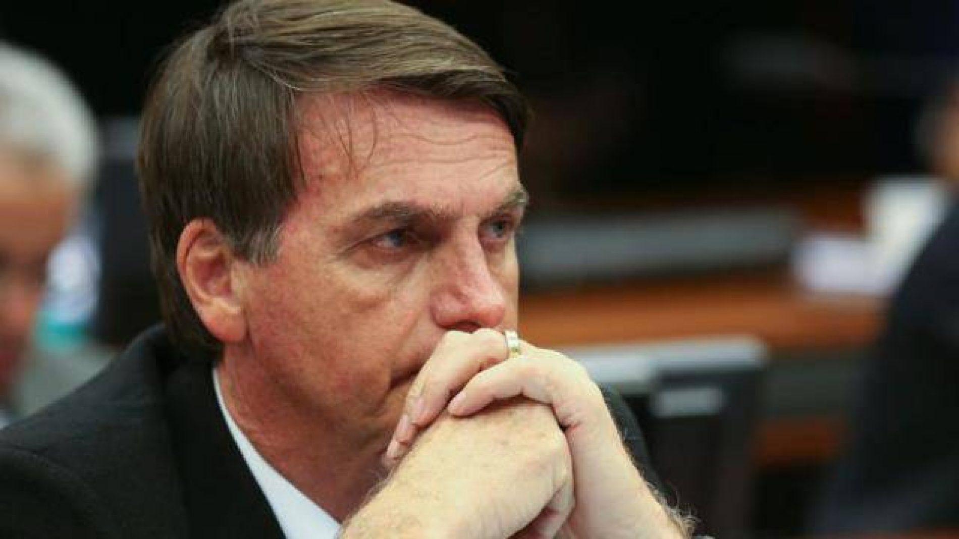 Bolsonaro critica PSDB e PT por não investir nas Forças Armadas