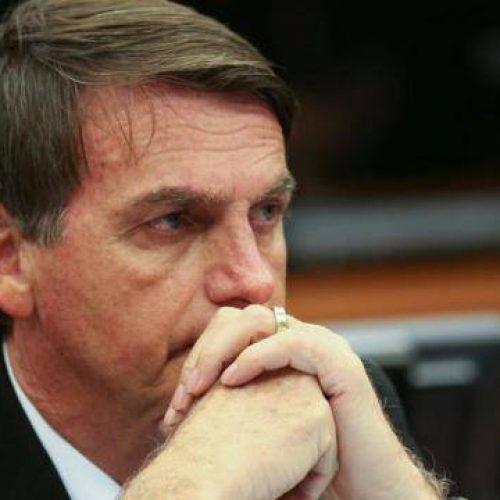 Bolsonaro é acusa de empregar sua mulher em gabinete na Câmara