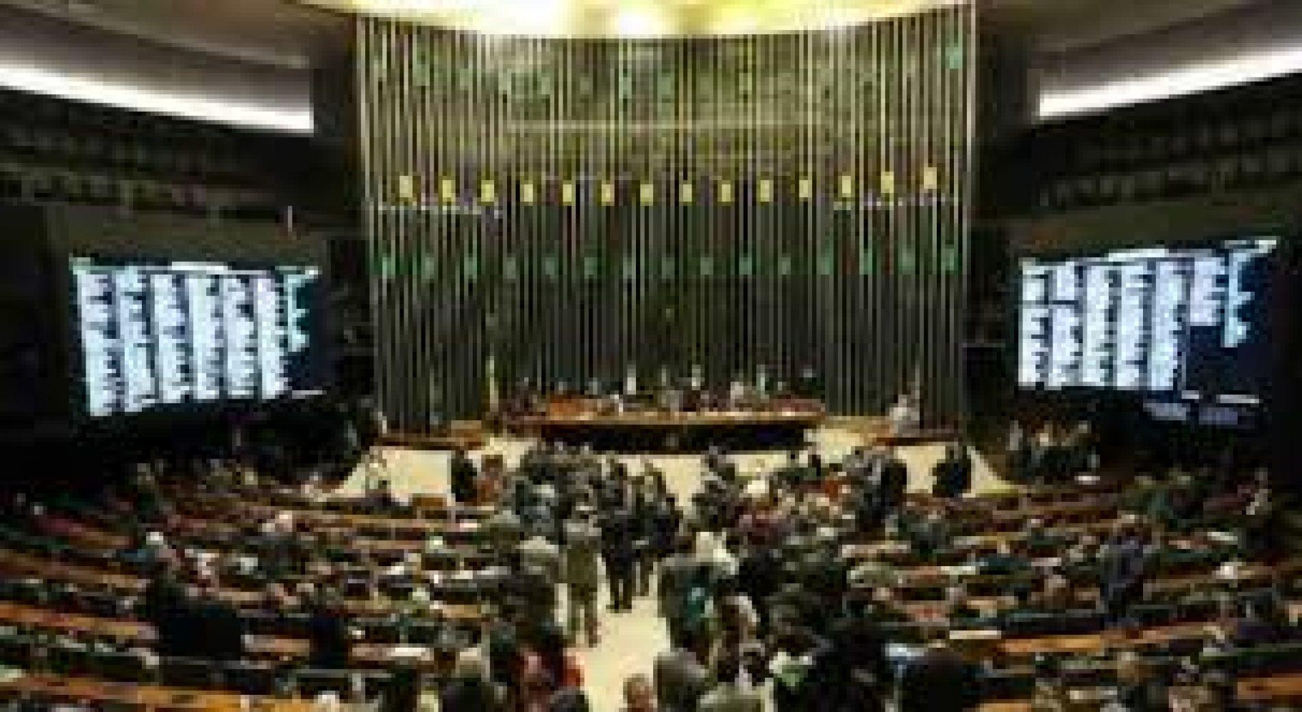 Câmara rejeita emenda do Senado e mantém isenções a petrolíferas até 2040