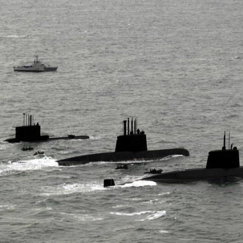 Embarcação russa descerá a 950m de profundidade em busca de submarino