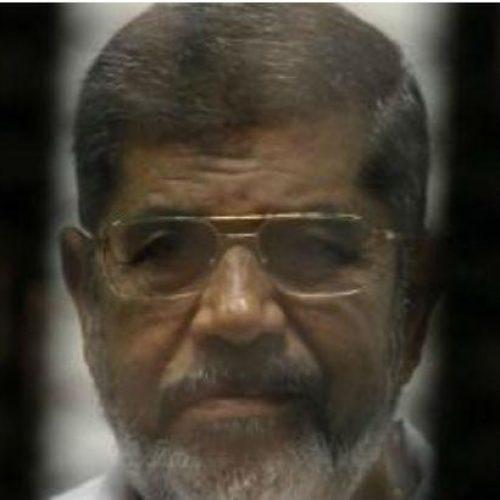 Ex-presidente do Egito é condenado a três anos de prisão
