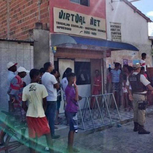 Jovem é assassinado dentro de lan house em Jequié