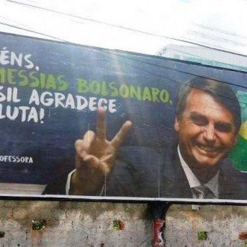Justiça determina remoção de outdoor com Bolsonaro em Feira e Coité
