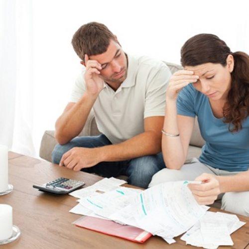 Número de famílias endividadas subiu para 62,2% em novembro, diz CNC