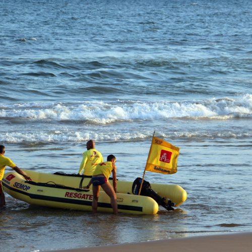 Passar a virada à beira mar requer certos cuidados