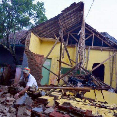 Terremoto de magnitude 6,5 causa pelo menos duas mortes na Indonésia