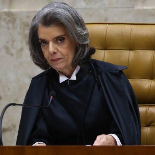 TSE não pode tomar iniciativa de impedir candidatura de Lula, diz Cármen Lúcia