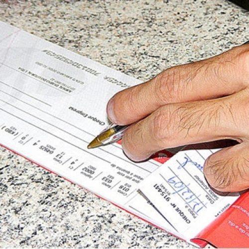 Febraban estuda medidas para reduzir custo do cheque especial aos clientes