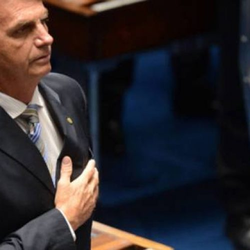 Bolsonaro é um perigo e segue passos de Hitler, diz jornal português