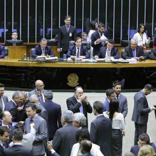 Câmara pagou passagens aéreas de até R$ 45 mil para deputados