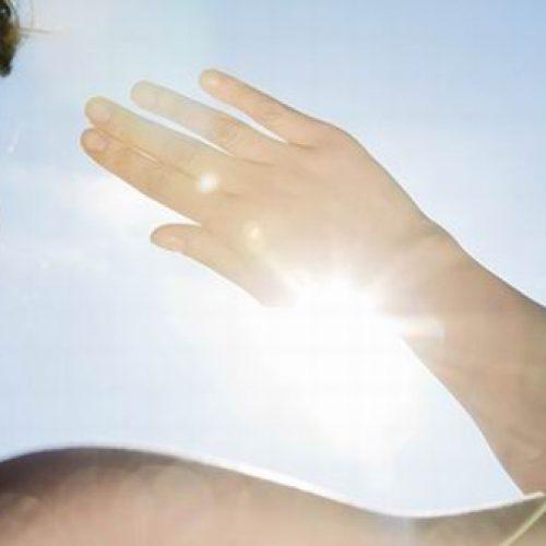 Campanha promove conscientização sobre efeitos nocivos da exposição solar prolongada