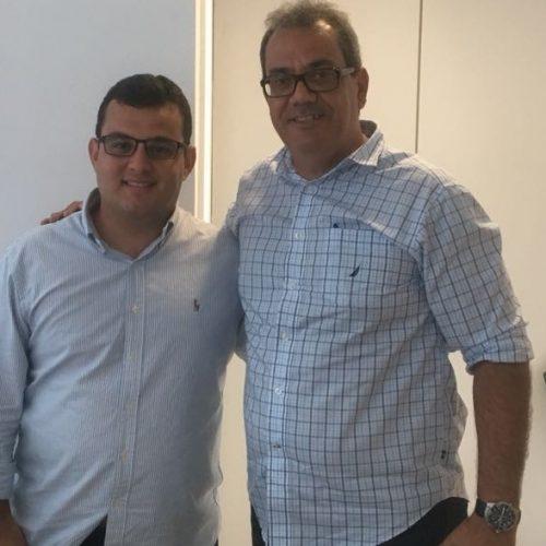 Carlos Muniz retira candidatura e declara apoio a Alex Lima