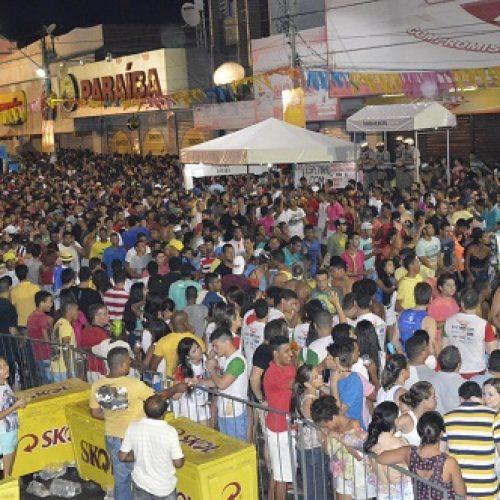 Policial é agredido por um homem durante o carnaval de Juazeiro; Assista vídeo