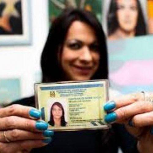 Transexuais e travestis já podem incluir nome social no título de eleitor