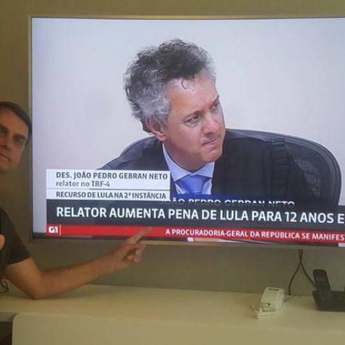 ASSISTA – Em resposta a internauta, Bolsonaro cita nomes de Wagner, Haddad e Celso Amorim como possíveis candidatos do PT