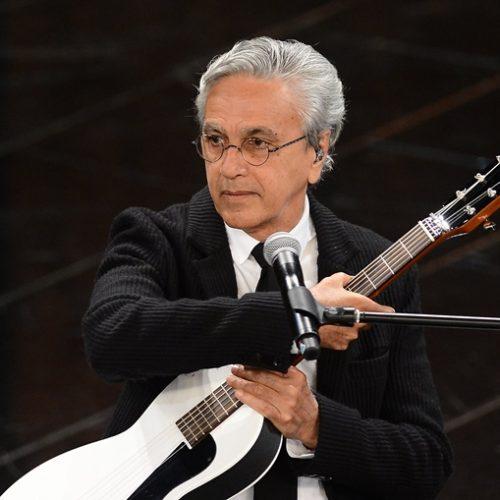 Violões de Caetano Veloso são roubados após show em Maraú