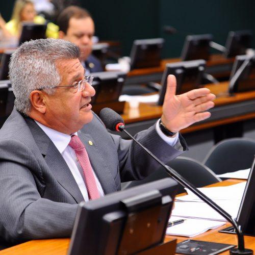 Lideranças pedem cassação do prefeito de Matina