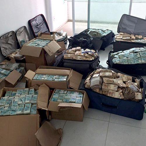 """Polícia Federal entrega ao STF as malas do """"bunker"""" de Geddel"""