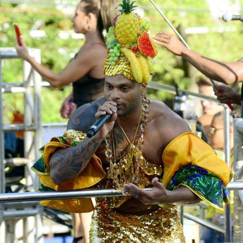Parangolé agita a pipoca do Carnaval da Barra no penúltimo dia de festa