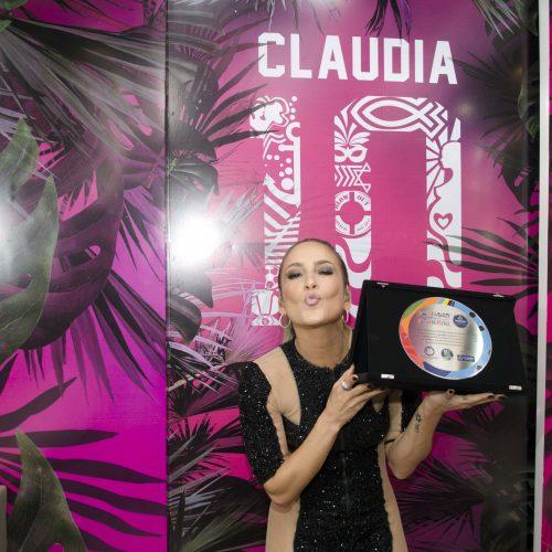 Cláudia Leitte recebe homenagem por promover sustentabilidade no Carnaval
