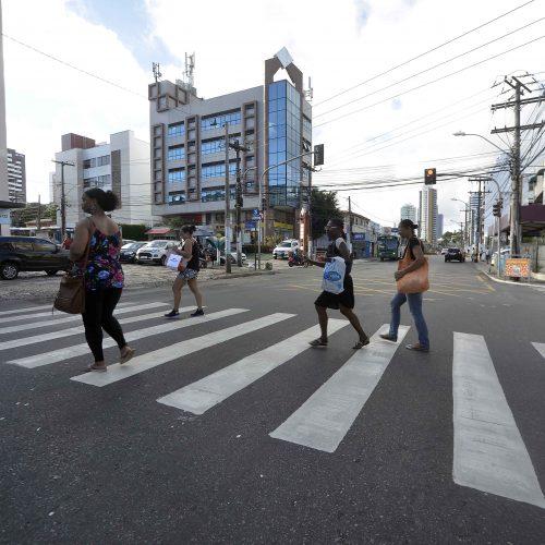 Transalvador reforça sinalização horizontal e vertical nas vias da cidade