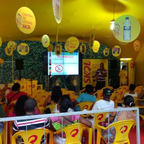Entrega de kits para ambulantes do Carnaval segue até esta quarta