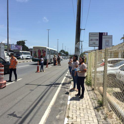 Trânsito e PM fazem blitz educativa no Carnaval de Lauro de Freitas
