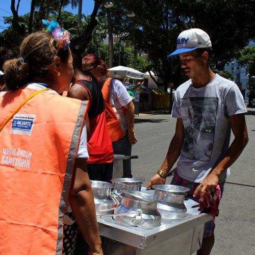 Carnaval exige cuidado em dobro com alimentos consumidos nas ruas
