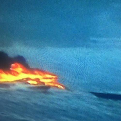 Lancha pega fogo próximo ao circuito Barra-Ondina em Salvador