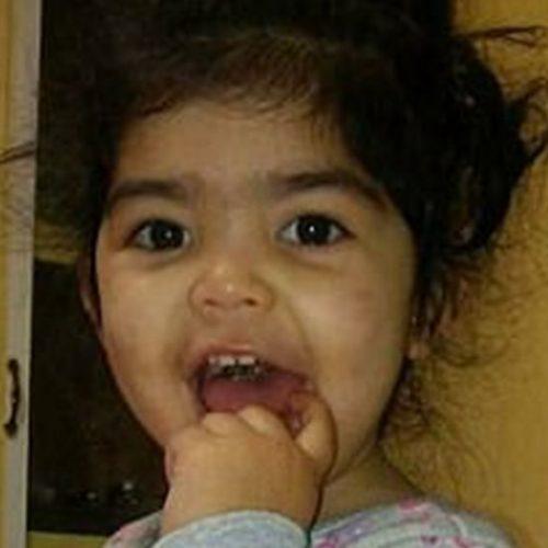 Mãe acusa creche de depilar sobrancelha de filha de 2 anos
