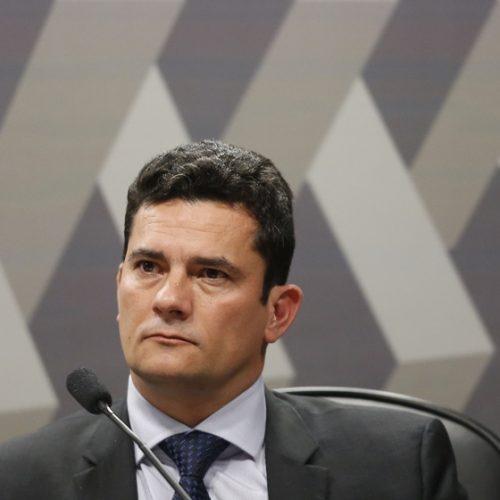 Moro condena ex-gerentes da Petrobras por desvio de dinheiro