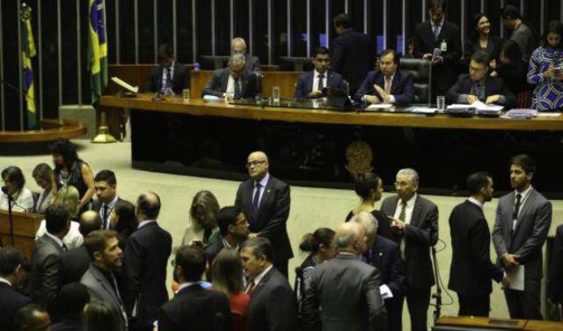 Partidos emperram 'restrição ao foro' na Câmara