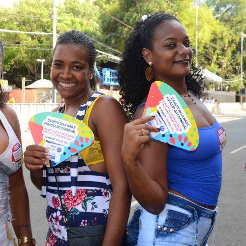 Mulheres pedem respeito aos homens na hora da paquera no Carnaval