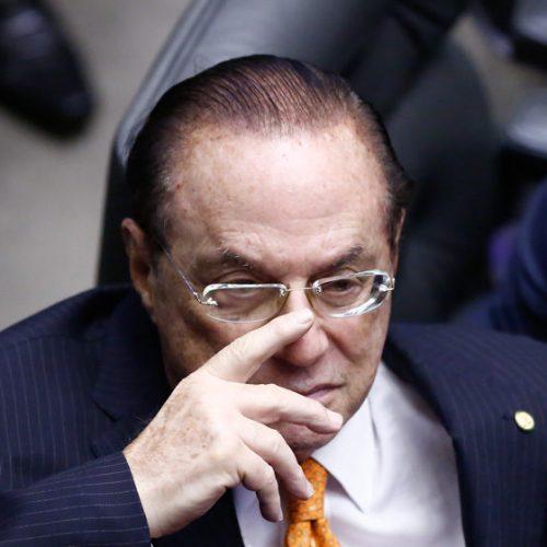 Presidente da Câmara afasta Maluf do mandato de deputado federal