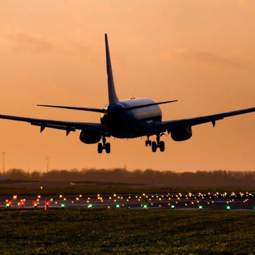 Proibição de viagem na primeira classe dará economia de R$ 2,5 milhões