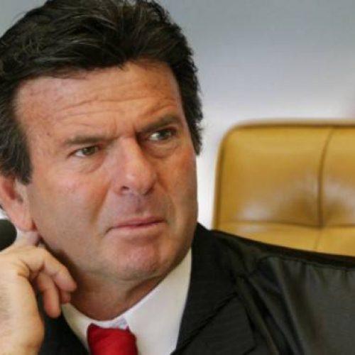 Em meio a impasse sobre reajuste, Fux visita Bolsonaro, que é contra novo salário