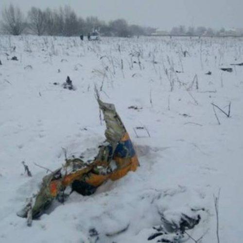 Vídeo mostra momento em que avião cai e pega fogo na Rússia; ASSISTA