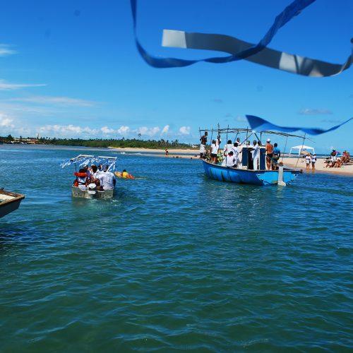 Lauro de Freitas celebra Iemanjá com procissão e samba na Praia de Buraquinho