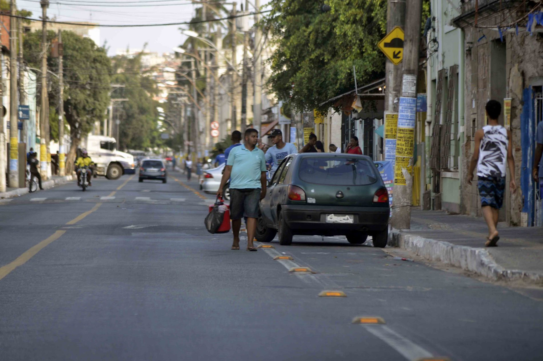 Salvador registra mais de 1,8 mil infrações por estacionamento irregular em ciclovia