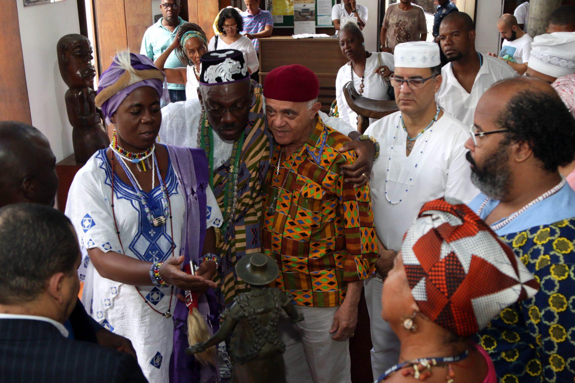 Casa do Benin recebe visita da Família Real beninense