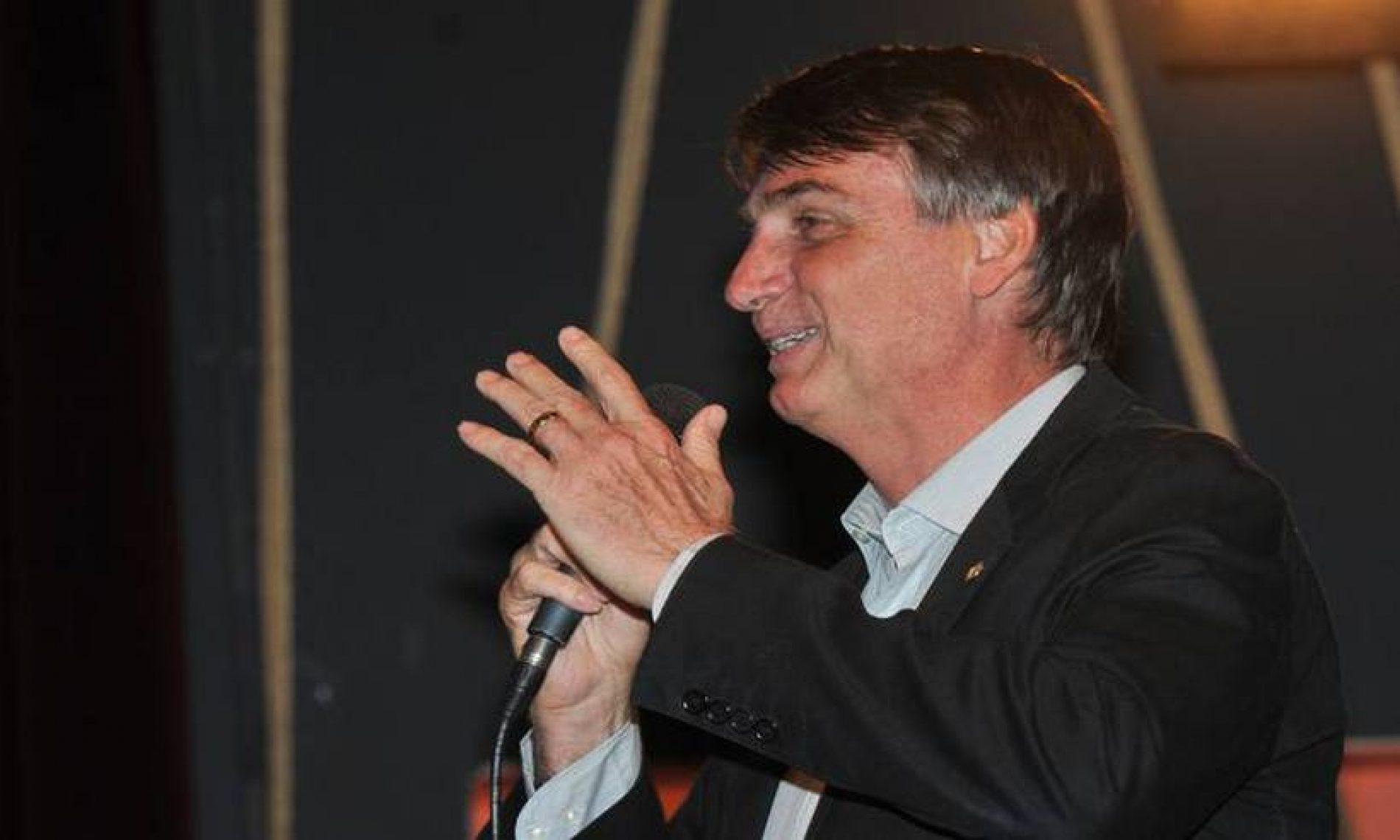 Ao lado de deputados da 'bancada BBB', Bolsonaro se filia ao PSL nesta quarta