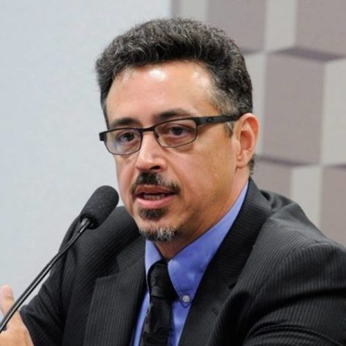 Ataques a Lula e Fachin colocam em xeque a democracia, diz ministro