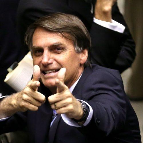 'Arma é garantia de nossa liberdade', defende Bolsonaro em Curitiba