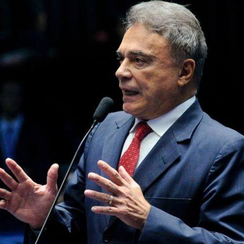 'Candidatura Temer é encenação, obra do marketing oficial' diz Alvaro Dias'